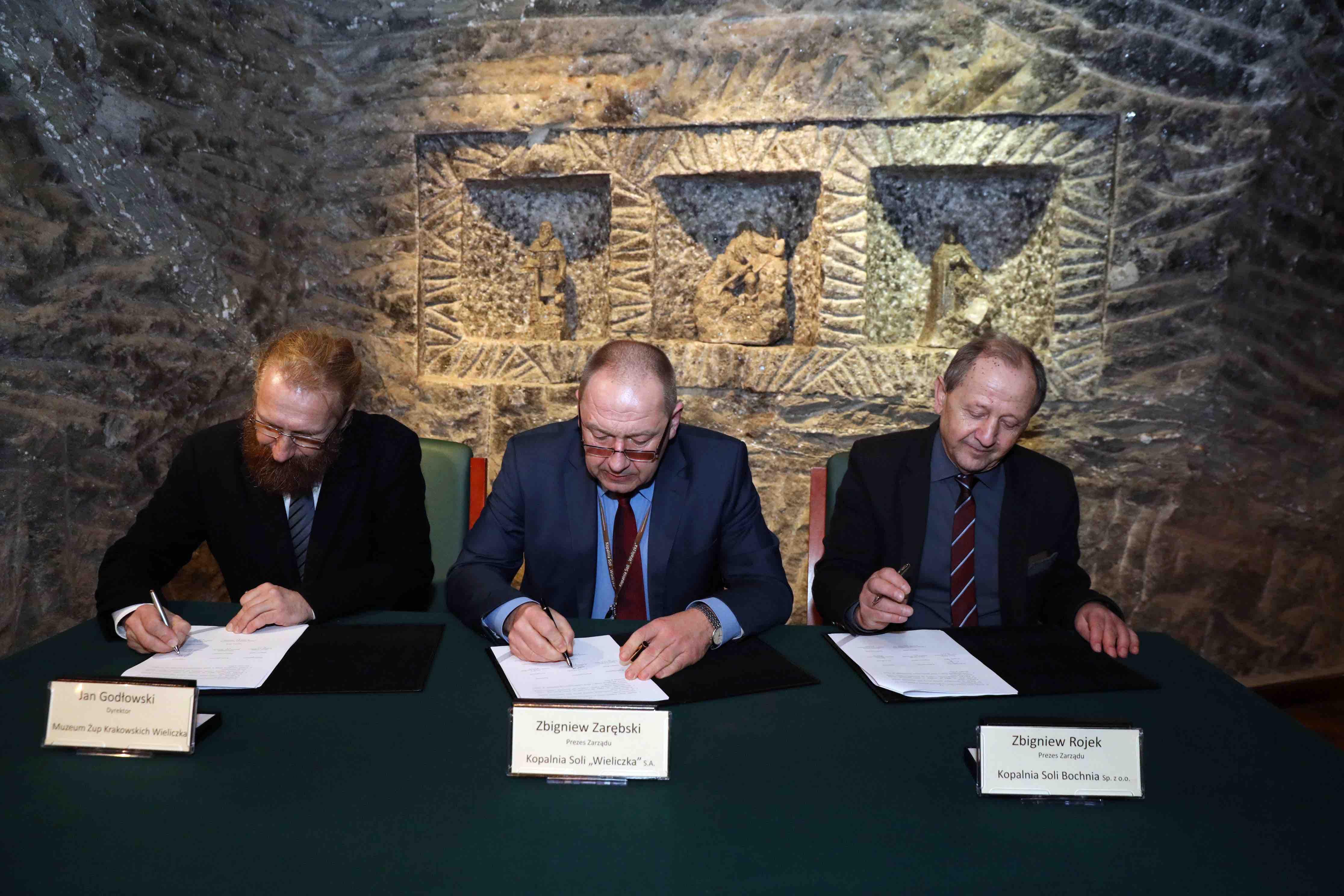 Trójstronna umowa o organizacji międzynarodowej konferencji