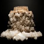 Regularne kryształy halitu narosłe na konewce przez lata znajdującej się w solance