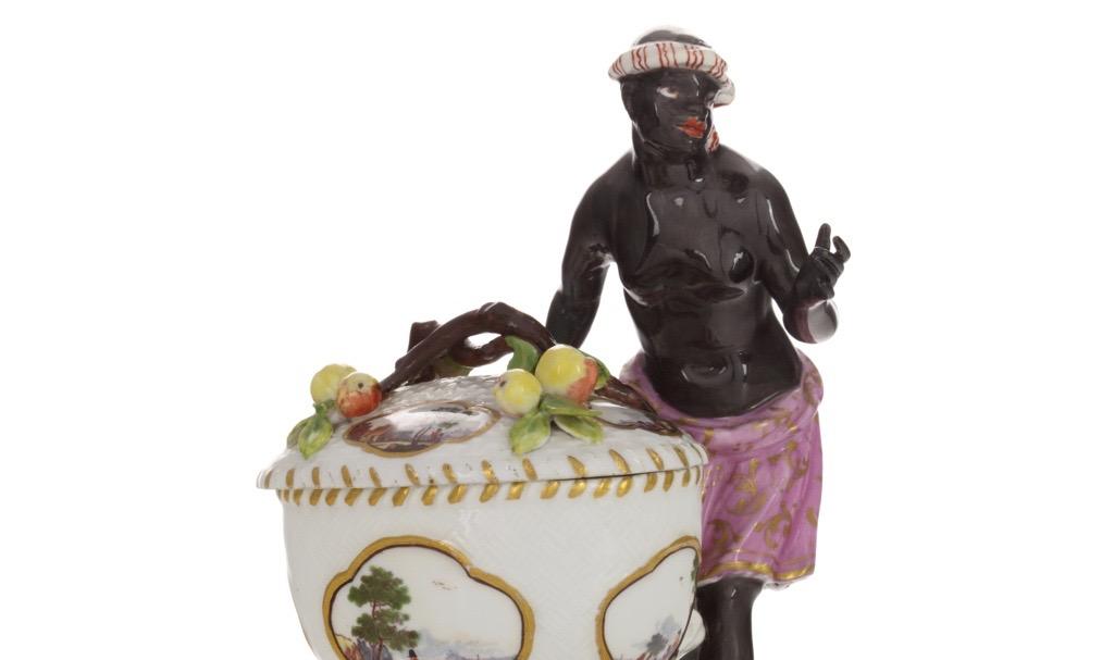 Solniczka porcelanowa z figurką Murzynki