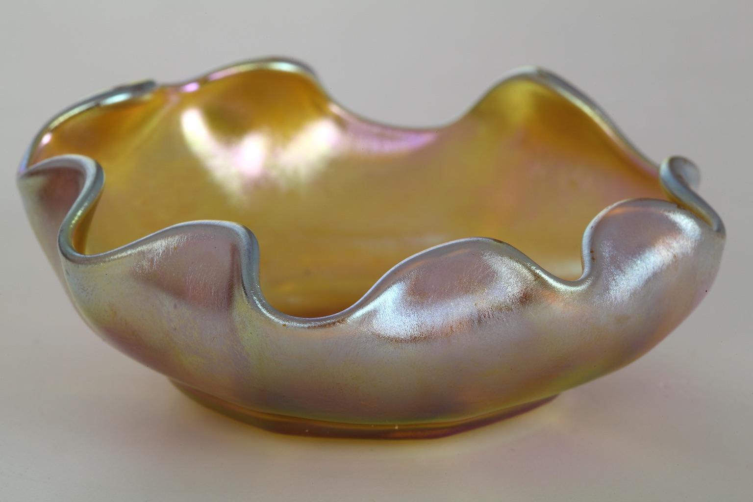Solniczka szklana Louisa Comforta Tiffany'ego, Nowy