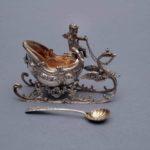 solniczka srebrna sanie zaprzężone w łabedzia i powozone przez putto, M. Mayer, Niemcy, Mainz, XIX w.