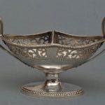 solniczka srebrna o łódkowatej czarce z ażurowym pasem ornamentalnym, J.B.F. Cheret, Francja, Paryż, II poł. XVIII w.